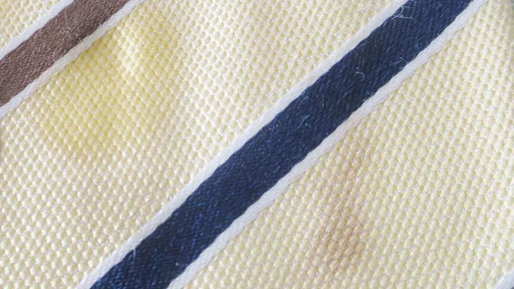 ネクタイのシミの画像