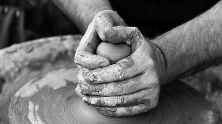 信楽焼成形作業のイメージ画像