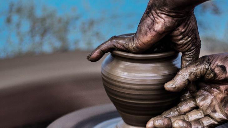 陶芸の成形作業イメージ画像