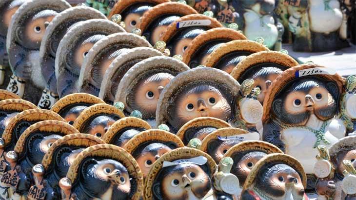 信楽焼の代名詞「タヌキ」の置物