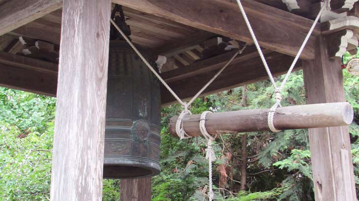 お寺の鐘突堂