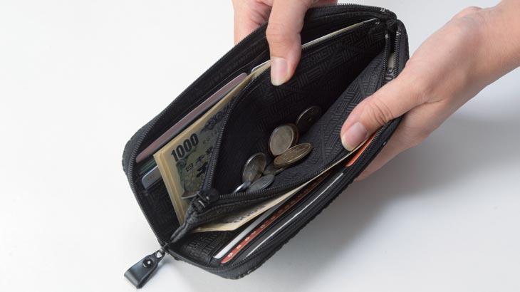 印伝No.2315の財布使用イメージ