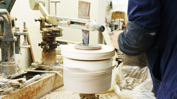 信楽焼の作業工程 成形2