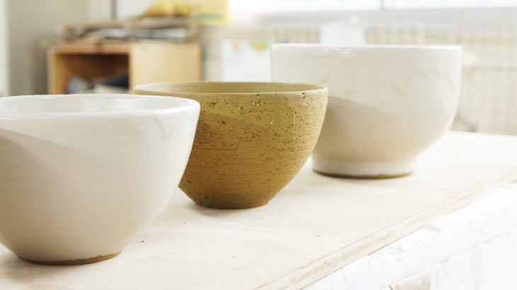 信楽焼の作業工程 釉薬塗り2