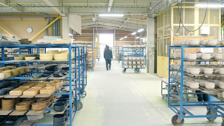 弥生陶園の工場内観