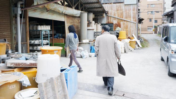 萬古焼の工場見学の様子