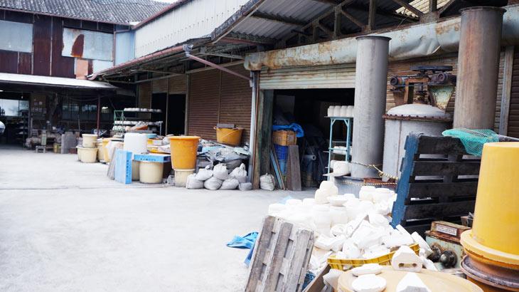 藤総製陶所の工場外観