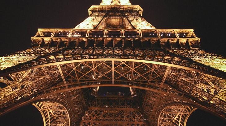 パリのエッフェル塔の画像