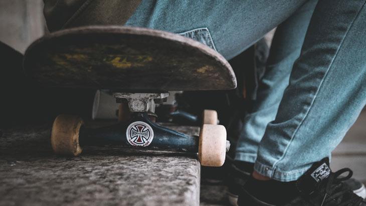 スケートボードのトラック部分拡大画像