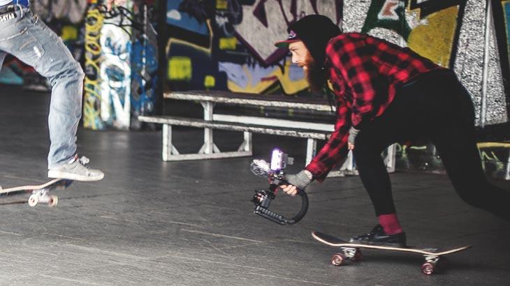 スケートボードの撮影風景イメージ画像