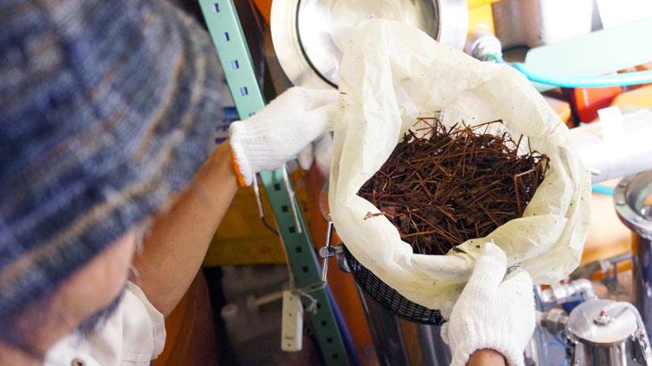 アロマオイル、植物蒸留水の製造現場