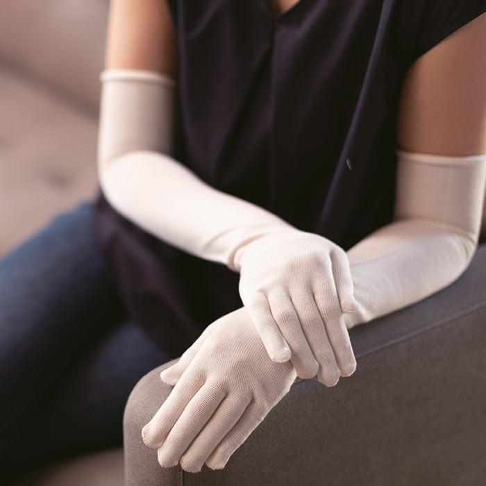 シルク手袋ロング着用イメージ