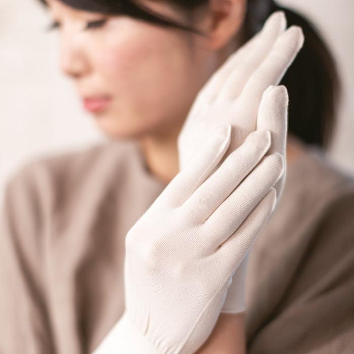 シルク手袋着用イメージ